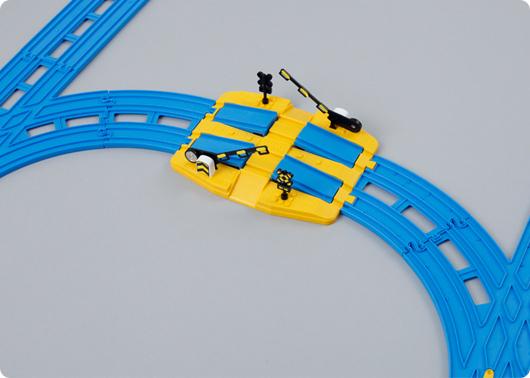 まず、複線踏切に複線ターンアウトレールをつなげよう。