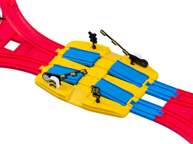 也可以使用J-16复线铁道口一起玩耍!