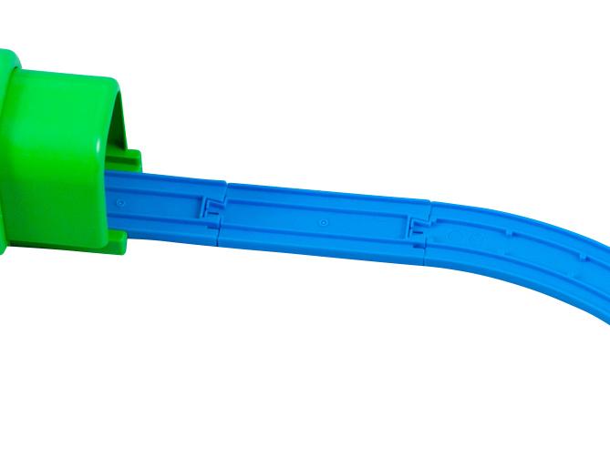 直线路轨和弯轨之间连接有1/2直线路轨哦。