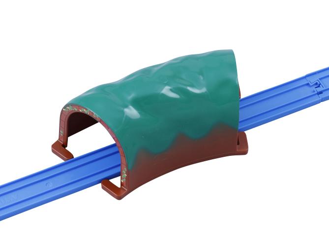 どちらのトンネルもレールの上にかぶせるだけ!