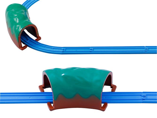 直线路轨和弯轨上都可以使用隧道。