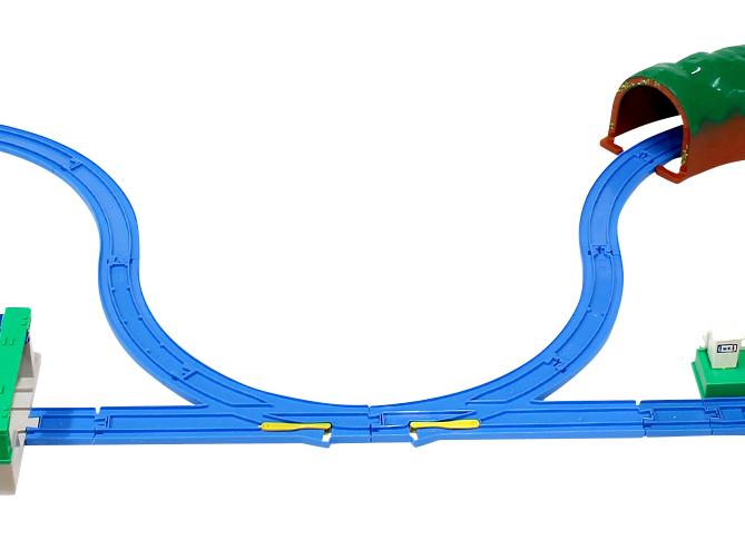从分叉路轨开始连接,更容易连接哦。